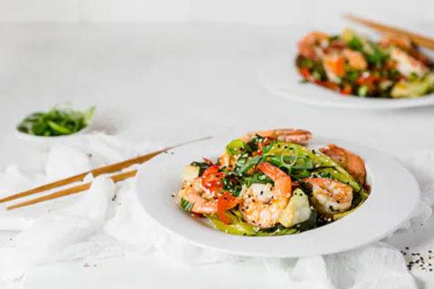 Low-carb garlic and sesame prawns