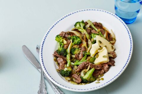 Steak-and-broccoli-stir-fry-with-toasted-pumpkin-seeds